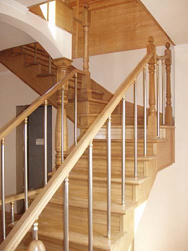 Деревянные лестницы из массива дуба